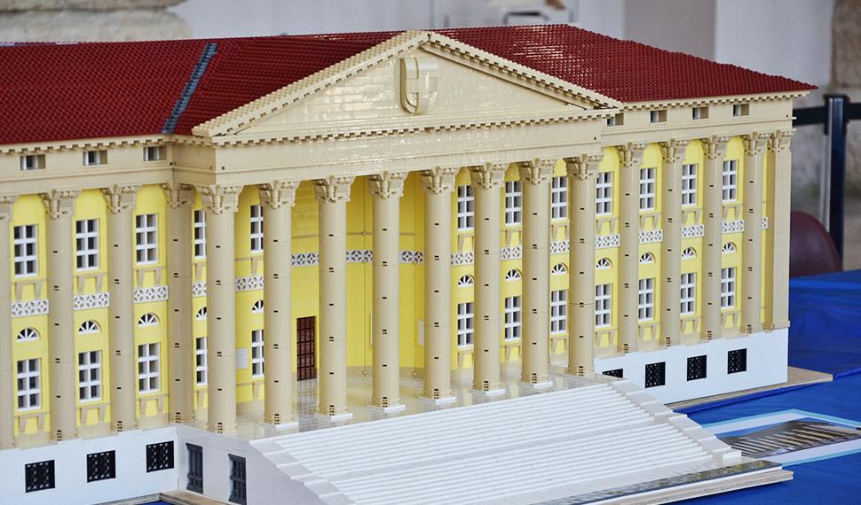 Lego model of Palazzo Barbieri (Verona Town Hall) at Model Expo Italy thanks to Comunità LEGO® Veneta